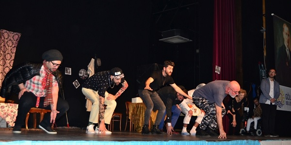 Hiperaktif Tiyatro oyuncuları