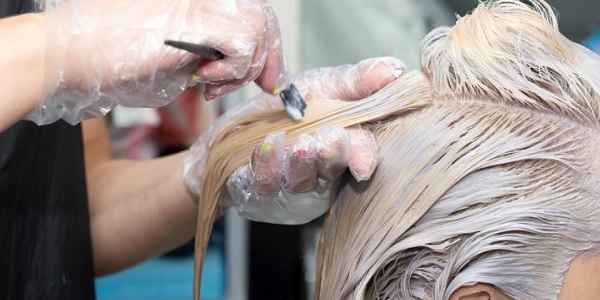 Kadınlar evde Oryal ile saç rengini açabilir