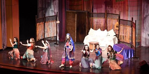 Tiyatro Oyun İstasyonu 'Yedi Kocalı Hürmüz'ü oynadılar